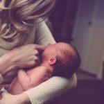 postpartumdoula-holding-baby
